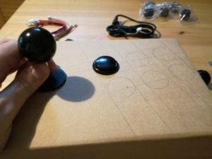 posizionare stick e primo bottone